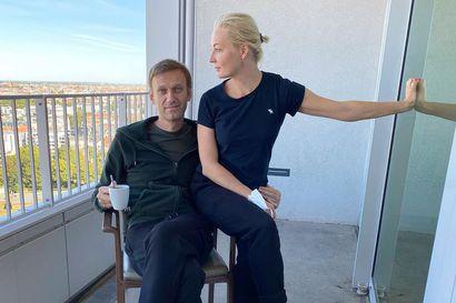 Myrkytetty Aleksei Navalnyi pääsi pois sairaalasta, lääkärit arvioivat pysyviä vaurioita – avustajien mukaan myrkky oli vesipullossa