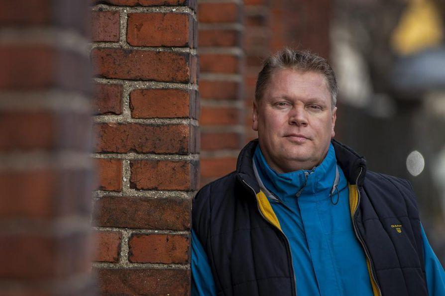 Pekka Virralla alkaa ensi kaudella 14. peräkkäinen kausi SM-liigaluotsina. Nykyisenä seurana on Rauman Lukko.