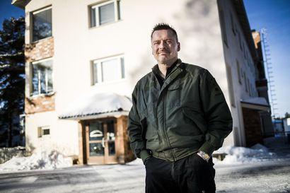 Vesa Toivanen joutui lapsena sairaalaan 87 kertaa – Kymmeniä vuosia myöhemmin hän viimein uskalsi muistella traumaattisia hoitokertojaan Rovaniemen lastensairaalassa