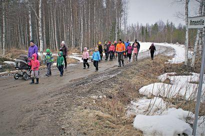 Kyläläiset kävelivät Ihmeessä – Sarakylän alueen kyläseura otti melkein kirjaimellisesti vastaan Pudasjärven kaupungin liikuntahaasteen