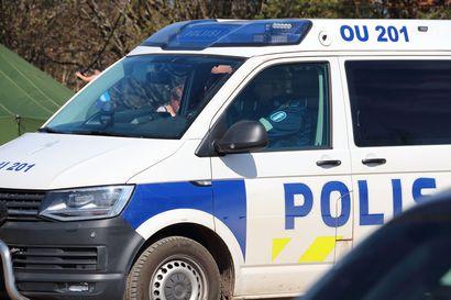 Kaksi sairaalaan Pyhäjoella sattuneesta liikenneonnettomuudesta, jossa oli osallisena myös rekka-auto