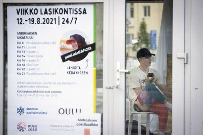 Tiktokkaaja Andreas Tolonen on asustanut lasikopissa torstaista lähtien – Viikko lasikopissa -tempaus on kerryttänyt yli 3500 euroa mielenterveystyöhön