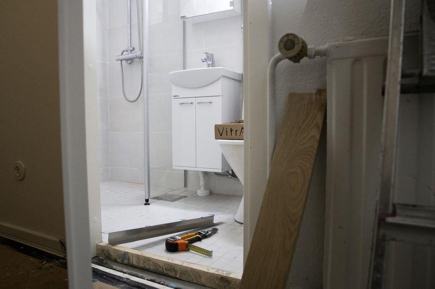JES saneeraus Oy:n toimitusjohtaja Jari Eskola kertoo kylpyhuoneremonttien kysynnän olevan korkeaa. Pesuhuone- ja saunaremonteissa on mahdollista hyödyntää kotitalousvähennystä.