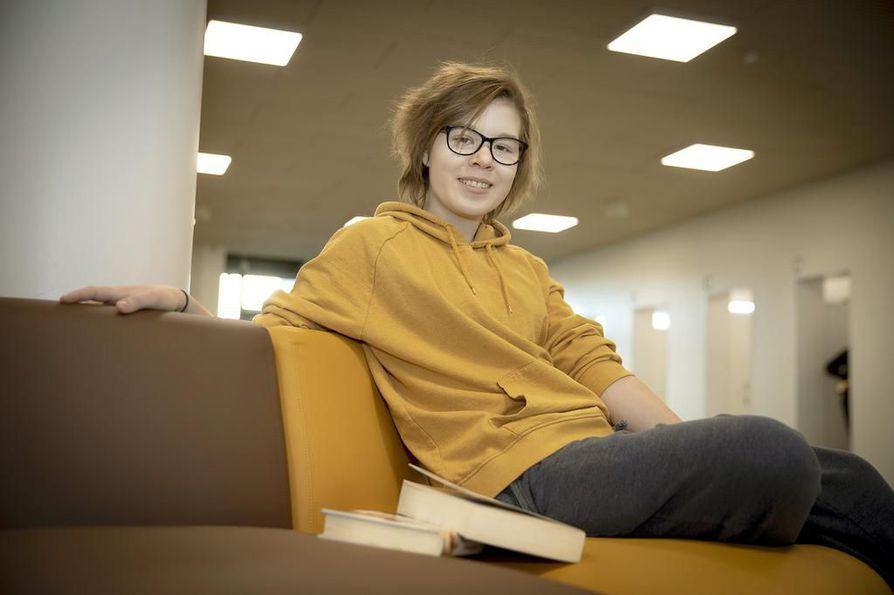 Linnakankaan koulua käyvä Emma Pirttikoski selvisi Luetko sinä -kampanjan loppukilpailuun. Tänä vuonna kahdeksasluokkalaiset arvostelivat Jukka Behmin novellin Näkymätön.