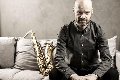 Joonatan Rautio täytti 18 vuotta ja sai lahjaksi saksofonin – Pian hän huomasi, että vielä ei ollut myöhäistä alkaa saksofonistiksi