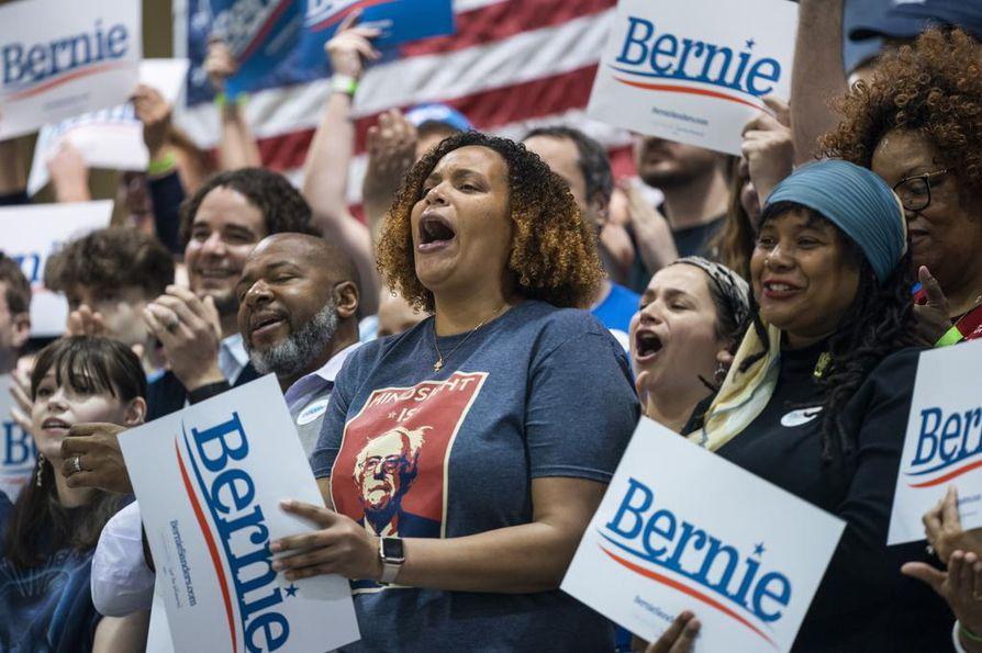 Tuoreimmassa mielipidemittauksessa senaattori Bernie Sandersin kannatus Etelä-Carolinan esivaaleissa on pudonnut. Mittauksessa Sanders on toisella sijalla entisen varapresidentin Joe Bidenin jälkeen. Sanders on voittanut kaksi aikaisempaa esivaalia.
