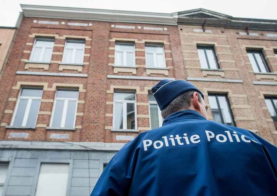 Poliisi otti Salah Abdeslamin kiinni rynnäkössä Brysselin Molembeekissä perjantaina.