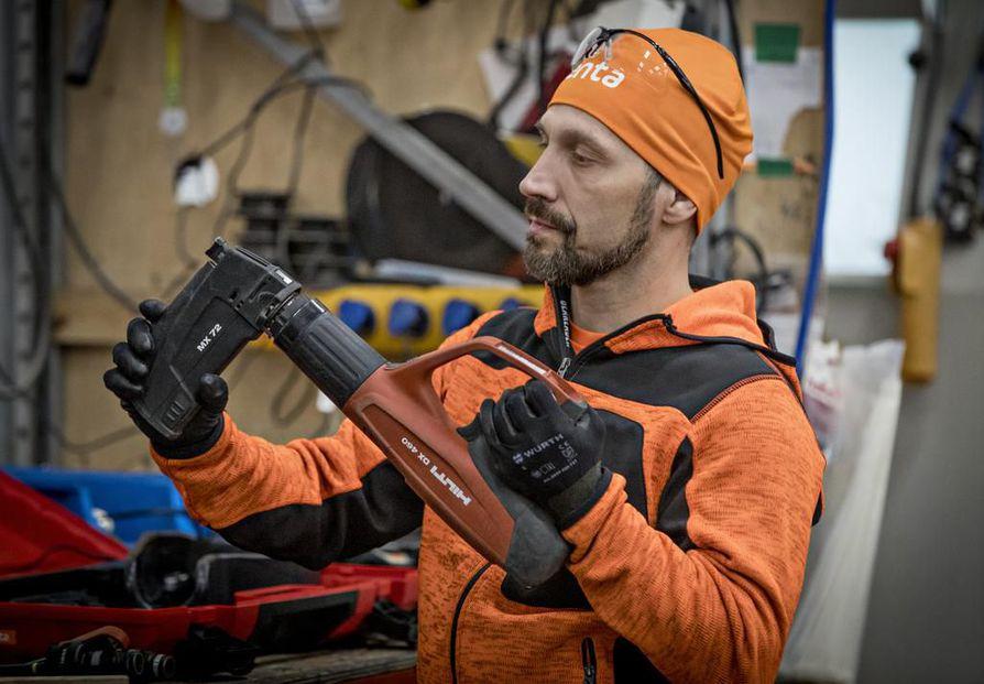 Painitoiminnasta ainakin toistaiseksi vetäytynyt Mikael Lindgren keskittyy perhe-elämään ja työntekoon. Päivät kuluvat konevuokrausyhtiö Rentan töissä.