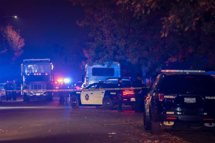 Fresnon varapoliisipäällikkö Michael Reid kertoi CNN:lle, että neljä uhria olivat 25–30-vuotiaita miehiä.