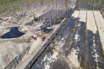 Palokunta esti Pyhäjoen maastopalon laajenemisen, mutta liiteri paloi