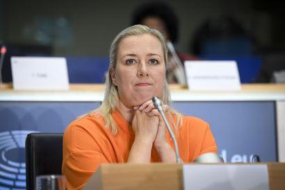 """""""Olen tottunut murtamaan lasikattoja"""" – Suomen ensimmäinen naiskomissaariehdokas pääsi tentissä helpolla, mutta maahanmuutto puhutti"""