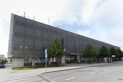 TE-toimiston ja verotoimiston entistä rakennusta puretaan uuden oikeustalon tieltä – työmaa Torikadulla tulee haittamaan liikennettä syksyn aikana