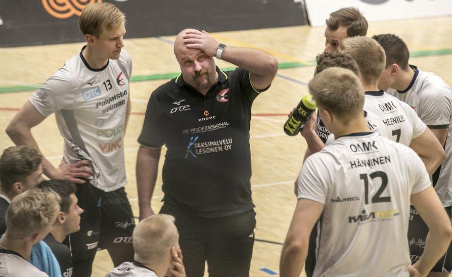 Olli Kuoksalla ja nuorella Ettan joukkueella on riittänyt päänvaivaa kuluvan kauden aikana. Perjantainen tappio oli joukkueelle jo seitsemäs peräkkäinen.