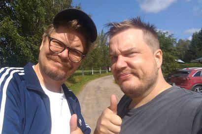 Piippolan raitilla voi törmätä stand up -koomikoihin –Petri Hankonen ja Heikki Vilja valmistautuvat Leskelän keikkaan