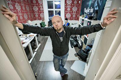 Eränkävijöiden tekijä Teemu Hostikka hallitsee tv-tuotantoja myös Pallakselta käsin – työn alla on muun muassa jääkiekkosarja, jossa on mukana ivalolaisjoukkue