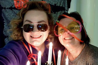 Happi & Saima joulufiiliksissä – Kuuntele joulun olemusta ruotiva podcast
