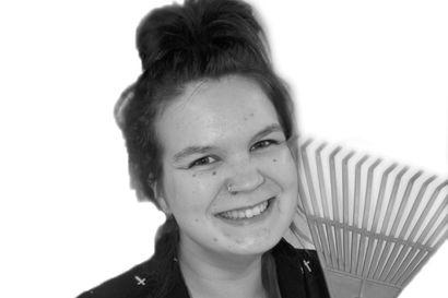 """Tyrnävän seurakunnan lastenohjaaja Meiju Kaakinen kertoo yhden kertomuksen perhekerhosta: """"Joitain vuosia sitten eräs äiti sanoi, että perhekerhopäivä on päivä, jona jaksaa harjata hiukset"""""""