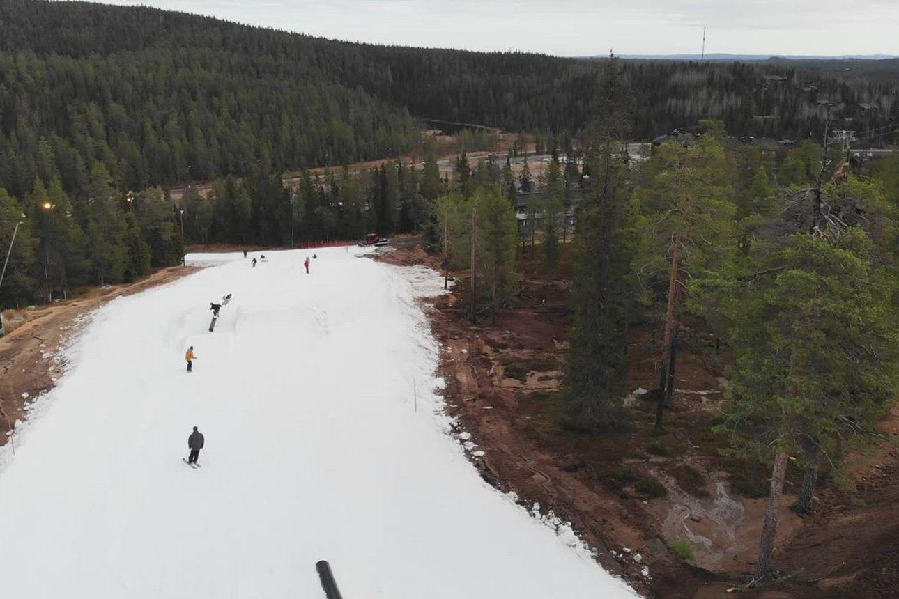 Ruka Park on avoinna – katso talven ensimmäisen laskupäivän tunnelmia videolta