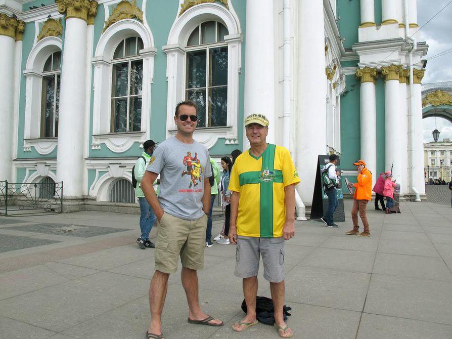 Poika Chris Coutts ja isä Alex Coutts olivat ensimmäisen kerran yhdessä MM-kisoissa vuonna 1990 Italiassa. Venäjän-reissu on heille jo kuudes MM-lopputurnaus paikan päällä.