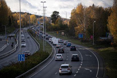 Kokoomuksen tärkein lääke liikenteen päästöjen vähentämiseen: Autovero pois asteittain neljässä vuodessa