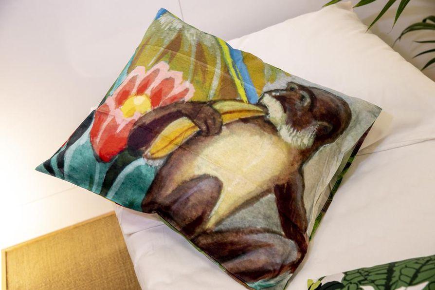 Tässä tyynyliinassa seikkailee apina, jonka seurassa on hyvä siirtyä unten maille.
