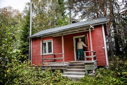Hylättyjen huviloiden saarella – näkömatkan päässä Rovaniemen keskustasta pusikoituu alue, jossa rikkaat viettivät ennen kesiään