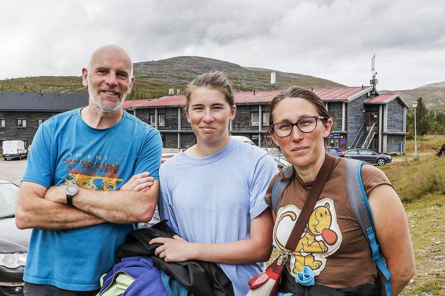 Pascal Boubert, Ambiane Boubert ja Linda Lecoeur ovat saapuneet Ranskasta ajomatkalle Pohjoismaiden halki. Eniten ulkomaalaisia matkailijoita Pallastunturin alueelle saapuu juuri Keski-Euroopasta.