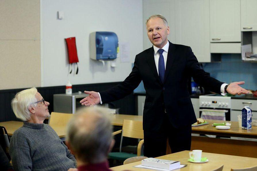Ministeri Jari Leppä (kesk.) vakuuttaa, että Ruukin tutkimusnavetta jatkaa.