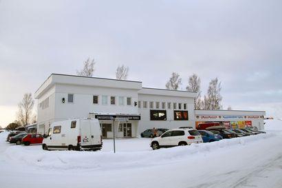 Ruotsiin piti vielä ehtiä nuuskakaupoille – Tornion massatestauksessa näkyvät ensi viikon työmatkaansa varmistavat suomalaiset