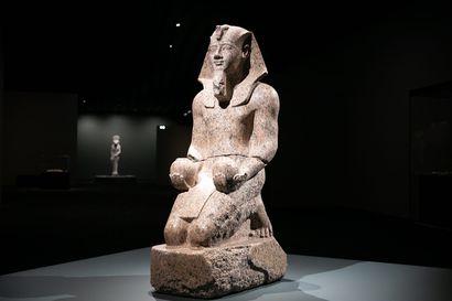 """""""Ihmiset olivat samanlaisia säätäjiä kuin mekin, tekivät typeryyksiä ja tappelivat"""" – Mia Meri hyppäsi ohjelmointialalta muinaiseen Egyptiin, ja sitten kutsui Amos Rex"""