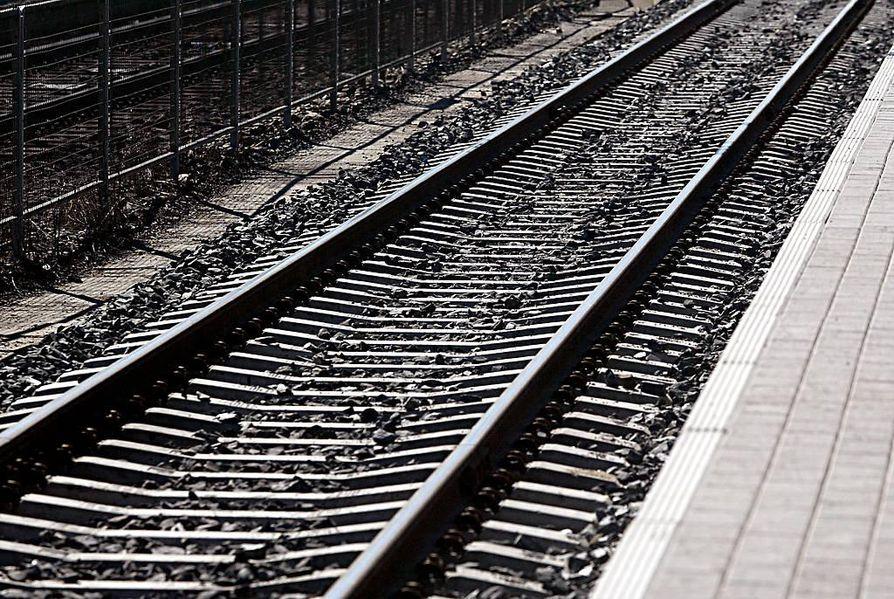 Ruotsissa junaratojen kunnossapitoon satsataan Suomea enemmän.