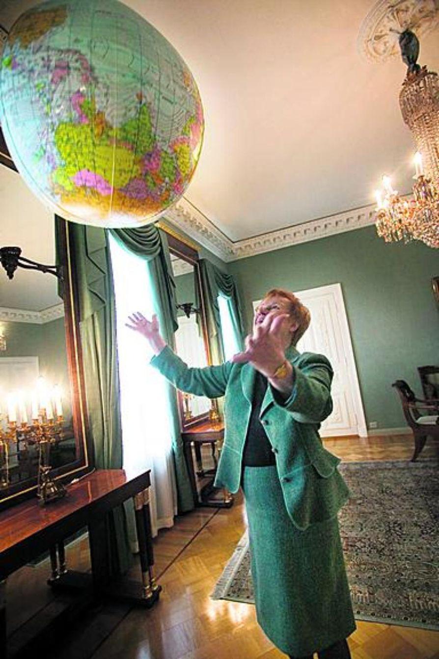 Suomen ja USA:n välit ja keskusteluyhteydet ovat ihan kunnossa, sanoo presidentti Tarja Halonen.