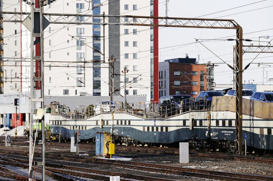 VR:ltä kerrotaan, että autojuna-palvelun käyttö on kasvanut samaan tahtiin kuin muukin junamatkustus.