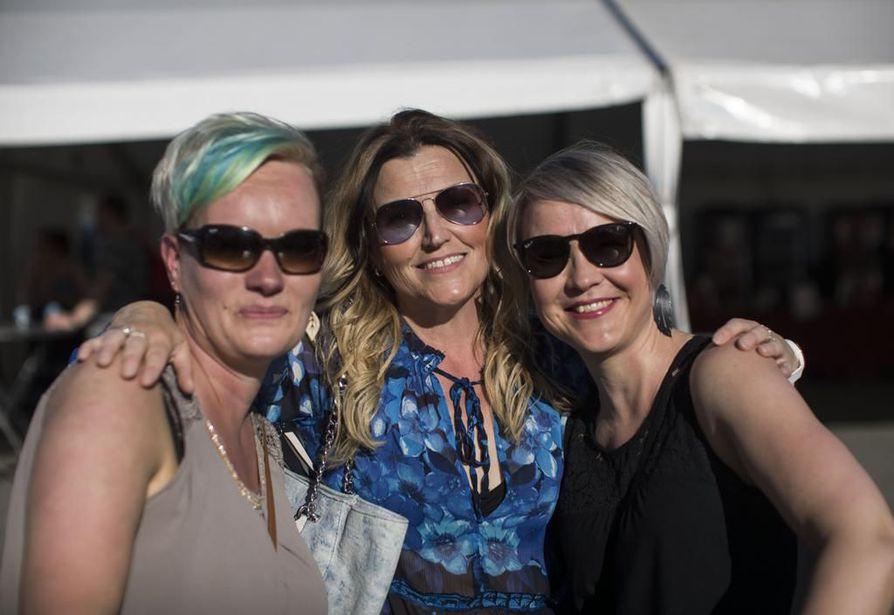 Leena Moilasen, Minna Väänäsen ja Taina Liedeksen iltasuunnitelmiin kuului ainakin tanssiminen.