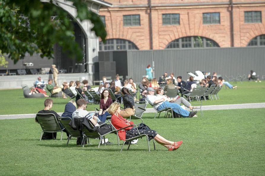 Uuden Hollannin puistoon voi tulla myös vain oleilemaan, vaikka alueella järjestetään kaikenlaisia tapahtumia ja festivaalejakin.