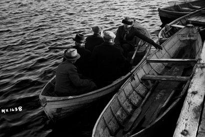 Ylisoutu-Kalle oli Oulun viimeisiä ammattisoutajia – kesäauringon paahtama mies kyyditsi ihmisiä torin ja Pikisaaren väliä lukuisina kesinä