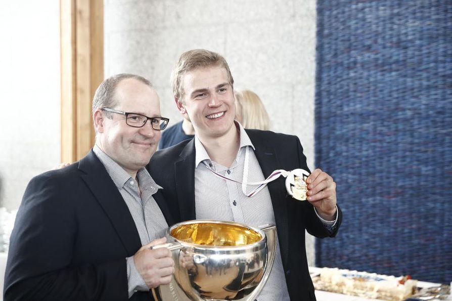 Henri Jokiharjua oli vastassa hänen isänsä Juha Jokiharju, entinen maajoukkuejääkiekkoilija hänkin.