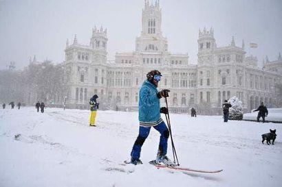 """Jääliläislähtöinen Jenniina Ylönen elää Madridissa lumikaaoksen keskellä – """"Kyllähän tilanne on katastrofaalinen, mutta toisaalta espanjalaiset osaavat ottaa ilon irti vakavassakin paikassa"""""""