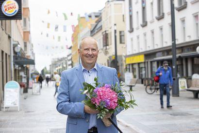 Oulun vuoden 2021 Rotuvaari Aki Keisu haaveilee lähijunasta, jolla pääsisi mukavasti keskustaan, polkupyörä mukana