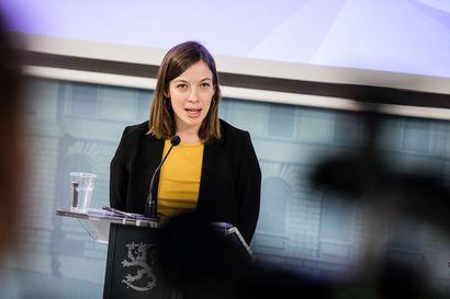 Li Anderssonin raskausuutinen aloitti puheet ministerikierrätyksestä – Arhinmäkeä sovitellaan pätkätöihin opetusministeriksi