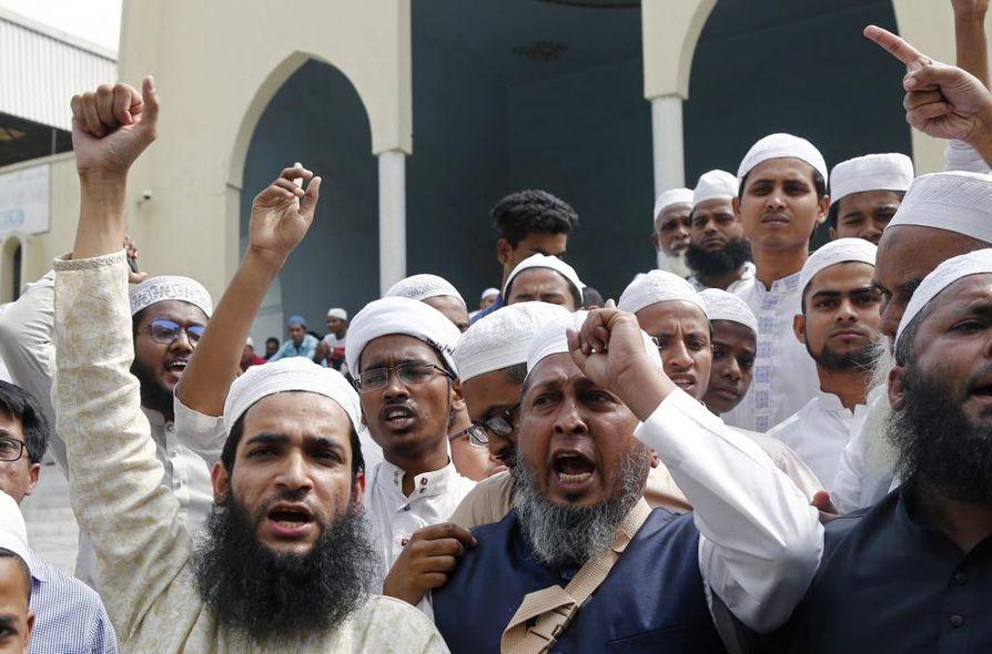 Facebookia syytetään vastakkainasettelun lisäämisestä, kun se tarjosi alustan surmalähetykselle Uudesta-Seelannista. Bangladeshissa muslimit osoittivat mieltään moskeijahyökkäyksiä vastaan.