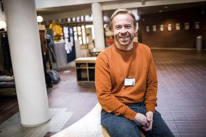 Akateemista arkea: Jukka Mettiäinen tekee työtä omalla persoonalla – ihmisten kohtaaminen ja vuorovaikutus parasta antia