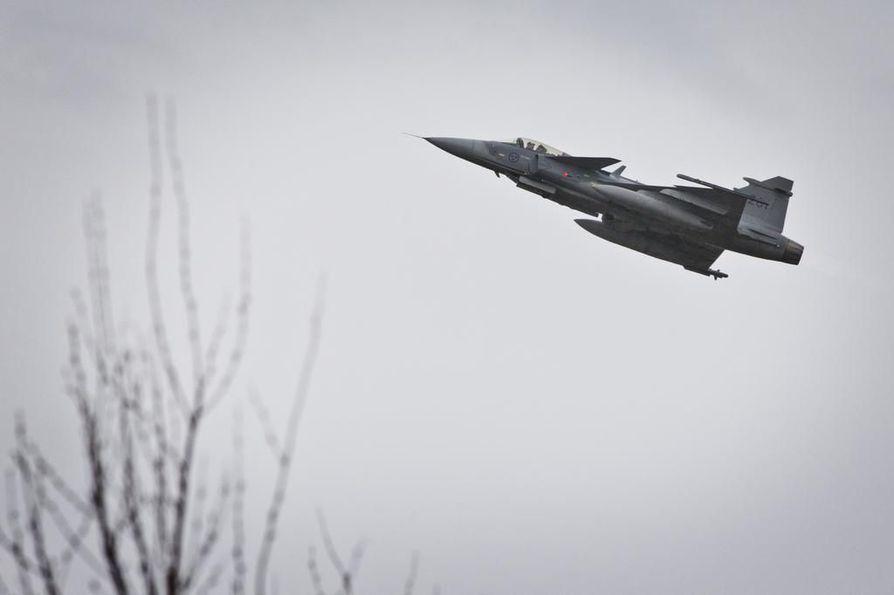 Suomen ilmavoimien ruotsalaisvalmisteinen Jas 39 C Grippen ilmasotaharjoituksessa vuonna 2015.