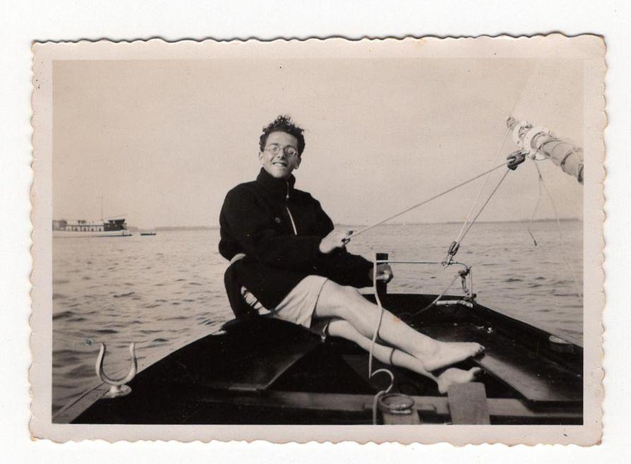 Opiskellessaan lääketiedettä ennen toista maailmansotaa Eddy de Wind vietti vapaapäivänsä mieluiten purjeveneessään. Hänen molemmat vanhempansa tulivat isoista juutalaissuvuista.
