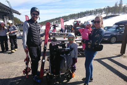 Saariselän hiihtokeskus avasi rinteitä laskettelijoille kevään koronatauon jälkeen – tunturin huipulla on yhä kesäkuussa metrin lumikerros