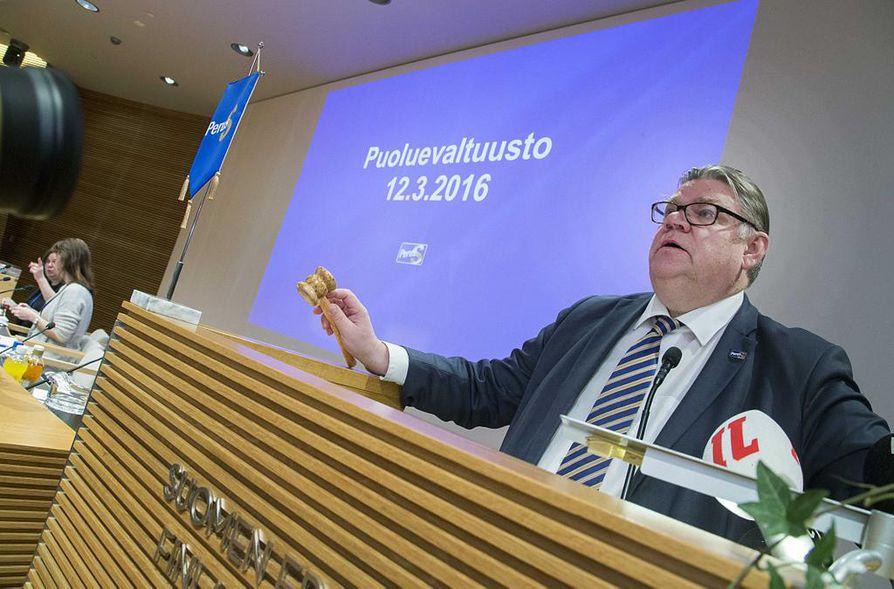 Timo Soinin mukaan tavoitteena on, että yhteiskuntasopimuksella voidaan korvata lisäleikkaukset ja toteuttaa hallituksen lupailemat veronkevennykset.