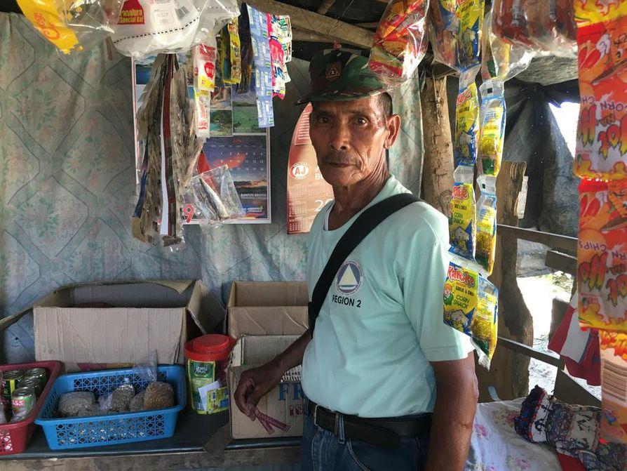 Leonardo Capilin päivittäistavarakauppa elättää perheen. Pesämuna kauppaan saatiin Punaisen Ristin elinkeinotuesta taifuunin jälkeen.