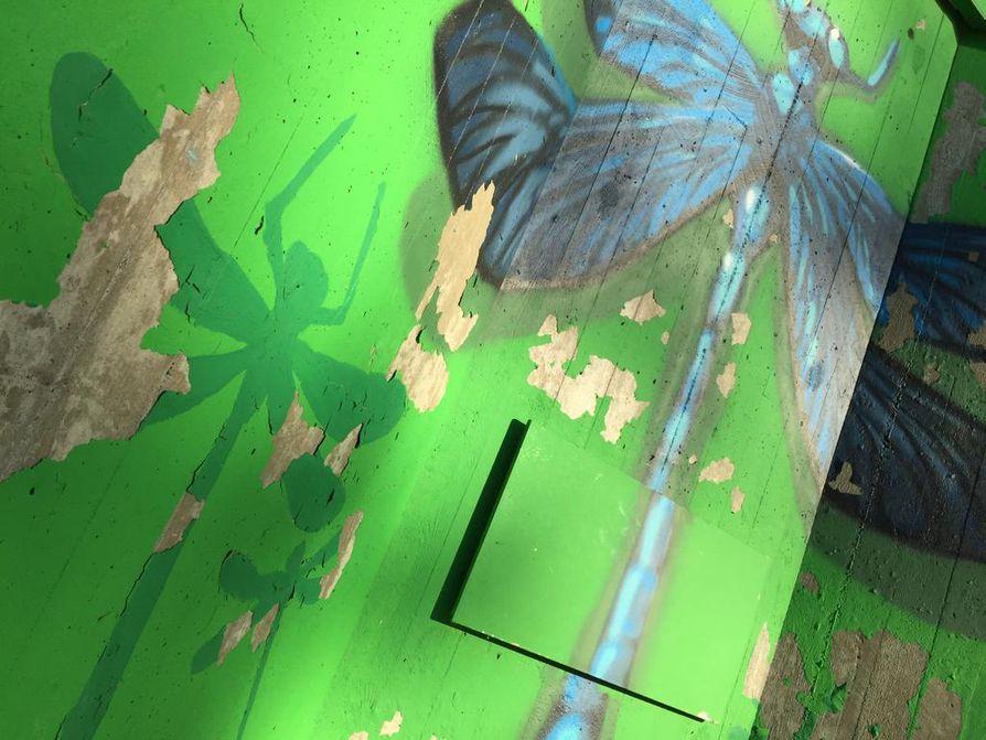 Maalipinnan korjausten lisäksi muraaliin asennetaan eläinten nimilaatat.