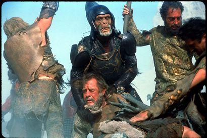 Päivän leffapoiminnat: Hukkaan menivät hyvät maskit – Tim Burtonin tieteisseikkailu tuntuu jo vanhalta