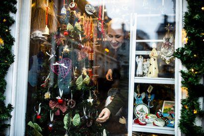 Vanhassa Porvoossa joulu näyttää idylliltä – Keskiaikaisen kaupungin yrittäjistä yksi sai idean lelukauppaan unessa ja toinen päätti lahjatavaraliikkeestä 4-vuotiaana